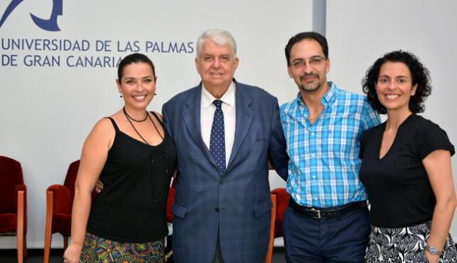 Lothar Siemens junto a Dulce María Sánchez, Estefanía Perdomo y Gustavo Peña